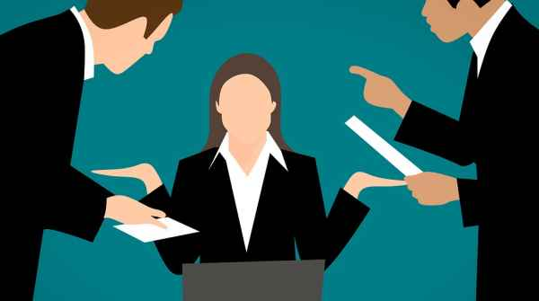 Integra estorsione minacciare chi non sottoscrive una falsa busta paga